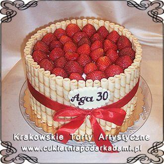 070. Tort na 30stkę z truskawkami. Cake for 30th birthday with strawberries.