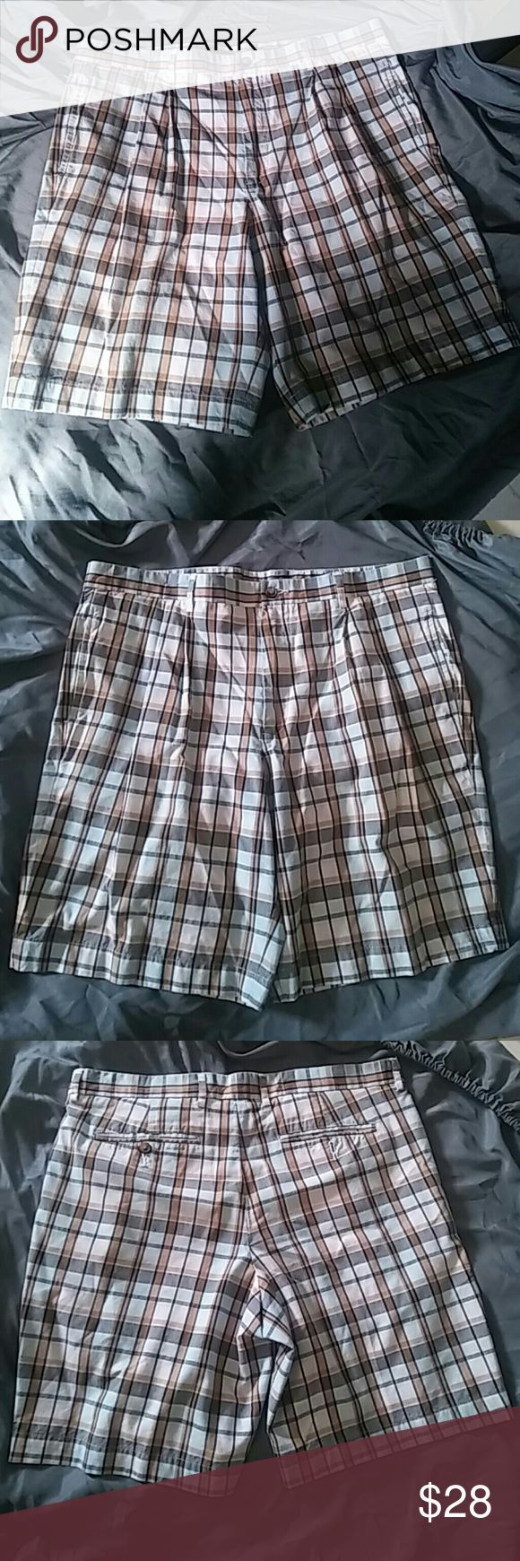 """Nwots Greg Norman size 36 mens shorts checkered Nwots Greg Norman size 36 mens shorts checkered , multi colored checkered, excellent condition. Measurements inseam 8"""" . pockets in the front and back message for questions and dont forget to follow me on instagram@alexdee040501. Tnx greg norman Shorts"""