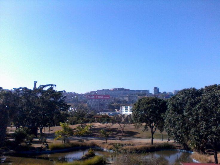 Vista de la parroquia 23 de Enero desde el Parque Recreacional Ali Primera. Municipio Libertador de Caracas, Venezuela.