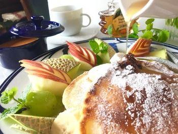 「世界一の朝食」で知られるbillsのふわふわパンケーキを再現。卵白を泡をつぶさないように3回に分けて入れるのがコツだそうです。