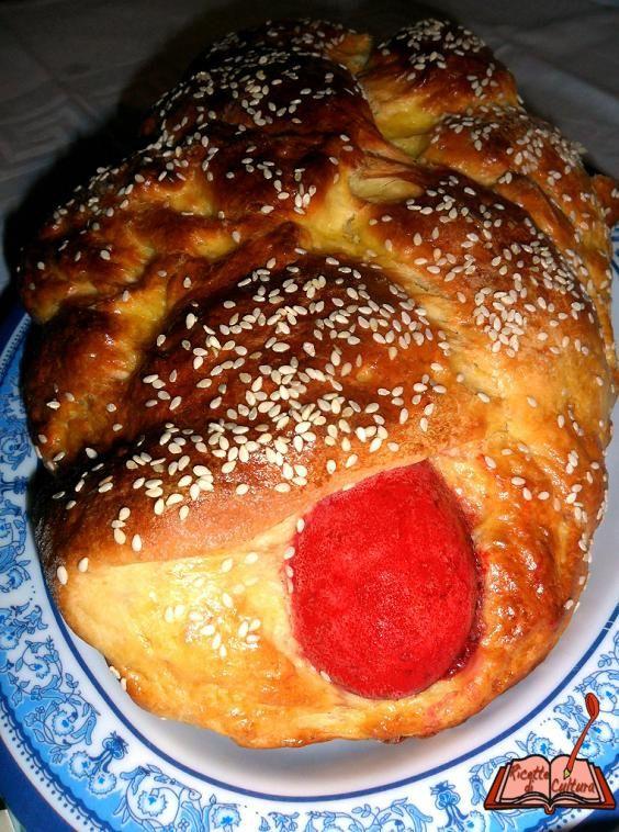 Ricette di Cultura: Lo Tsoureki, il pane greco con l'uovo rosso