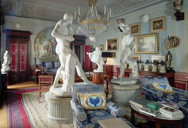Versace at lake como never cared for shabby chic pinterest lakes gianni versace and furniture - Interior design como ...