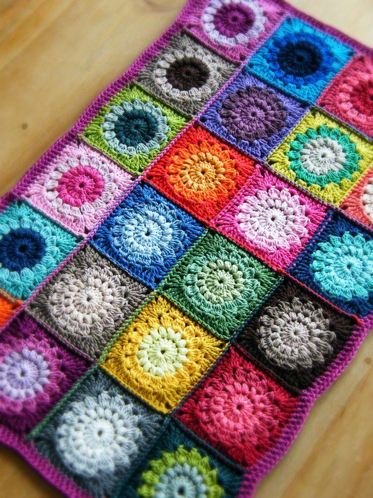 82 besten grannys decken bilder auf pinterest bastelarbeiten stricken h keln und crochet afghans. Black Bedroom Furniture Sets. Home Design Ideas