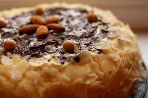 Морковный пряничный торт с лесными орехами