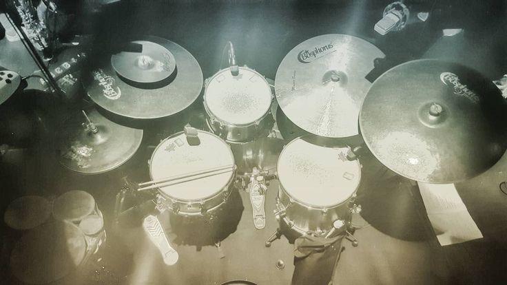 My office for this week #drum #drums #bateria #tama #starclassic #bosphorus #cymbals #masterseries #vintage #ironcobra #vicfirth #mytamakit #drumlife #drumporn #cymbaladdict #bongos #music #live #barcelona #auditori #seispajarosdeuntiro #circ #circpistolet #incert #circus by oscarjorba