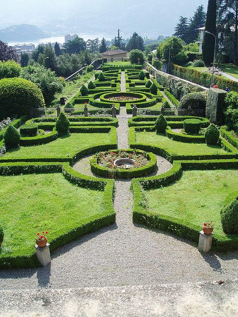 Although this isn't my personal preference for my own garden, what a really delightful view this garden would provide - so pretty!   (Villa Bellemo, il giardino all'italiana, Lecco,Lombardia)