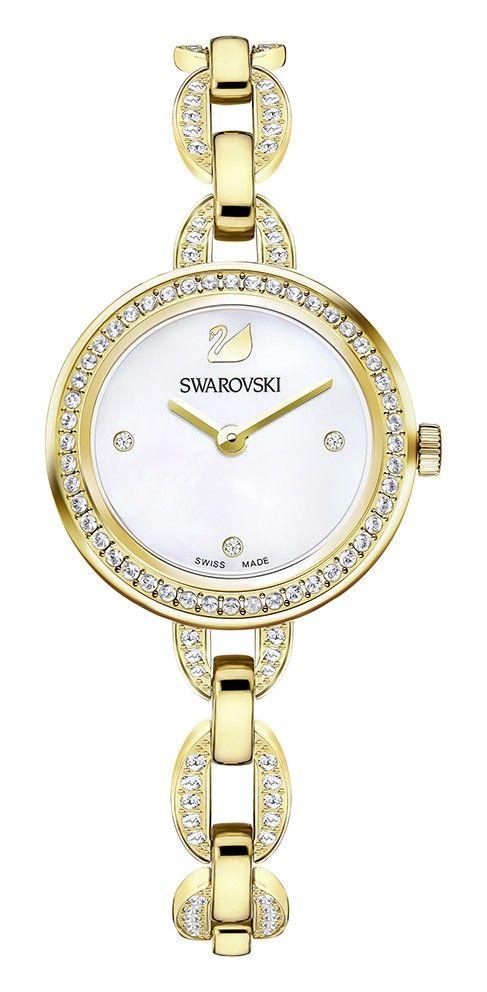 Swarovski Dameshorloge 'Aila Mini' Gold 5253335. Modieus en klassiek vormgegeven dameshorloge met transparante Swarovski kristallen, die rondom de goudkleurige kast en in de band zijn verwerkt. De kast met een doorsnede van 28 mm heeft een witte wijzerplaat met goudkleurige wijzers. Het horloge is voorzien van een goudkleurige schakel-horlogeband. #swissmade #stijlvol #classy #swarovski #gold https://www.timefortrends.nl/horloges/swarovski.html