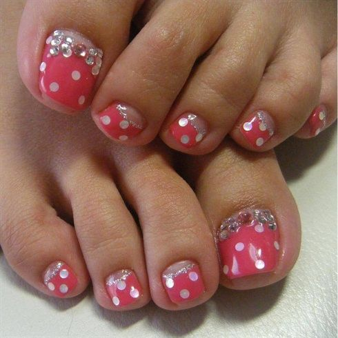 145 best images about pedicure toenail art on pinterest nail art pedicures and glitter toes for How to design toenails at home