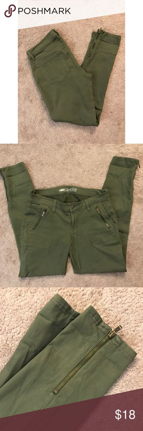 Size 8 Women's Old Navy Rockstar Jeans These Old Navy Rockstar jeans are SO cute with the subtle zippers and Army green color. Size 8 with ankle zippers on both legs and zippers on both front pockets that actually open up and act as another set of pockets! Amazing condition, looks as if never been worn! 👖 Old Navy Jeans Ankle & Cropped