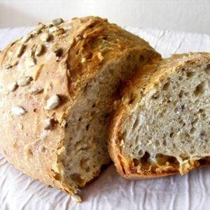 A vous la bonne odeur de boulange à la maison ! Avec ou sans machine, il est facile de réaliser son pain chez soi. Lancez-vous en suivant nos recettes.