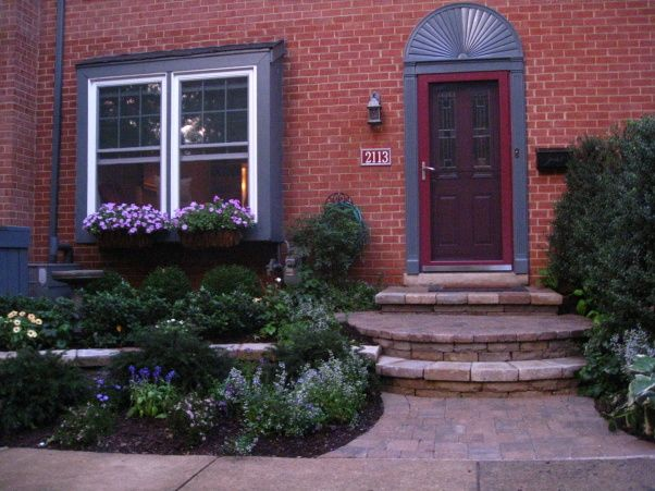 Townhouse makeover curb appeal 45 year old townhouse for Townhouse landscaping ideas for front yard
