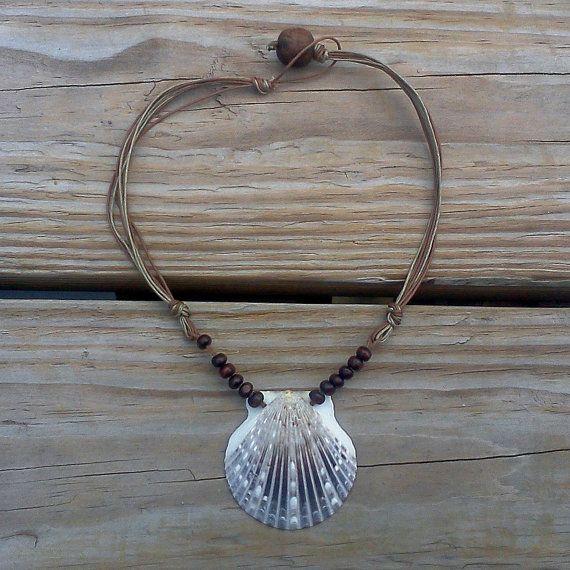 Brown Vieira collar de concha en la playa de cadena  por RumCay