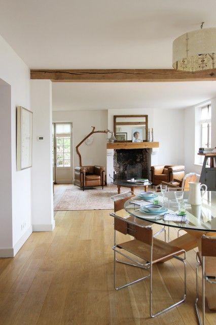 C'est dans ma région, en Normandie, que l'on trouve cette jolie maison en pierre. Les propriétaires, le couple d'architectes Alon et Betsy...