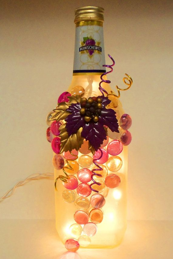 Roxo e ouro fosco vidro Manischewitz Wine Bottle Luz, Night Light, Bottle Lamp, uvas projeto, Wine Decor R $ 66,53 BRL