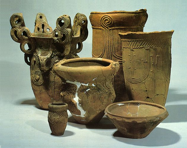 Deep clay pots & Shallow clay pots. Jomon period. Yamanashi Japan. BC.3,500 - BC.2,500.
