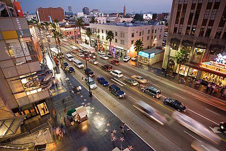 Hollywood ,  a neighborhood in  Los Angeles       La Pepperdine University dispone de instalaciones perfectas para realizar un programa de inglés y actividades con una ubicación inmejorable:  Malibú,  California.      #WeLoveBS #inglés #idiomas #Malibu #California #CA #EstadosUnidos #EstatsUnits #USA