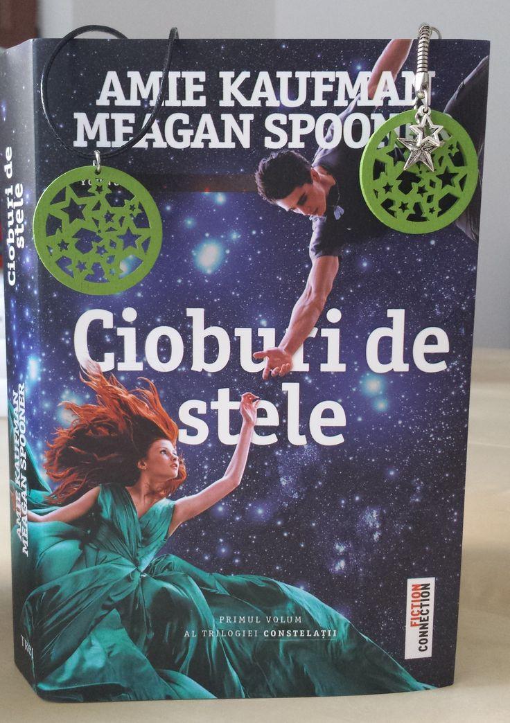 Cioburi de stele de Amie Kaufman & Meagan Spooner.