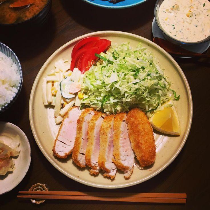 連休明けでバタバタと忙しかった一日。残しておいたキハダマグロをフライに。中は半生に仕上げてまずはポン酢で。あとは自家製タルタルとソースのダブルで白飯と食す。軽くてうんまーい。 #キハダマグロ #マグロカツ #マグロフライ #マグロフライ定食 #自家製ツナ は #また明日