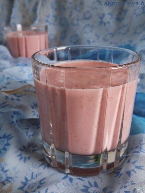 Kipróbált és bevált receptek ...: Túrós eper smoothie, kókusszal ízesítve