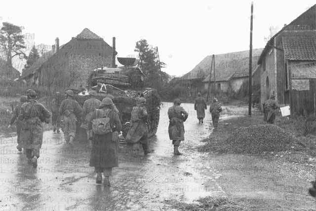 Securing Belfort Gap - Infantry-tank team of the French 5th Armored Division