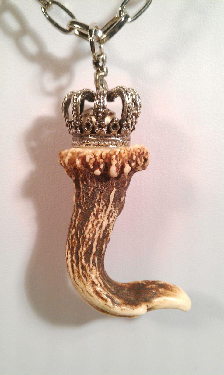 #Geweihschmuck Hornschmuck mit #Krone - handmade  #Geweih #Kette Schönes Unikat - handmade  #Geweihstück /#Geweihstangerl oder Krickerl schön und präzise eingefasst An einer Metallkette (Nickelfrei) by #helenehoelle.de