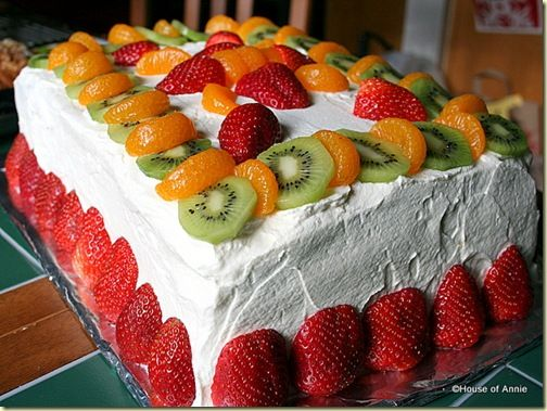 Vanilla Butter Layer Cake with Fruit.  This will be my next birthday cake.