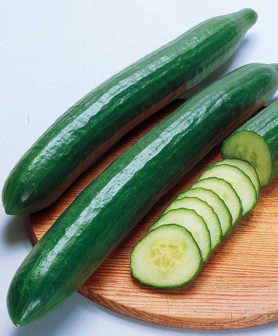 Komkommer 'Gemini 7 F1'  Komkommer 'Gemini 7 F1 hybride' (Cucumis sativus) is een productief en rijkdragend soort dat voornamelijk vrouwelijk bloeit. De lange donkergroene komkommers die ca. 20 cm lang worden zijn heerlijk fris van smaak. 'Gemini 7' is vroegrijpend en bestand tegen meeldauw en andere komkommerziektes. Lekker in salades als snack en op de boterham.  EUR 3.50  Meer informatie