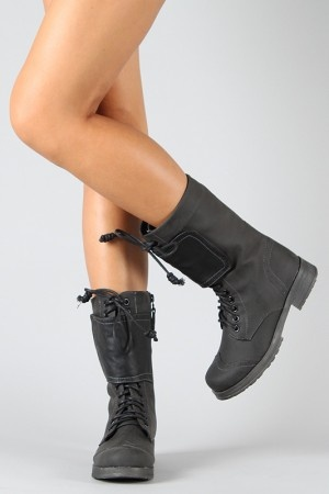 Ok! So military style is back in! I love it!! I have been on the hunt for some great boots that could suit me, and these are about as close as i could get for now. There are sure to be more to come but here we go! At a good price too! Mix them with jeans or a dress/skirt and it'll be fantastic!