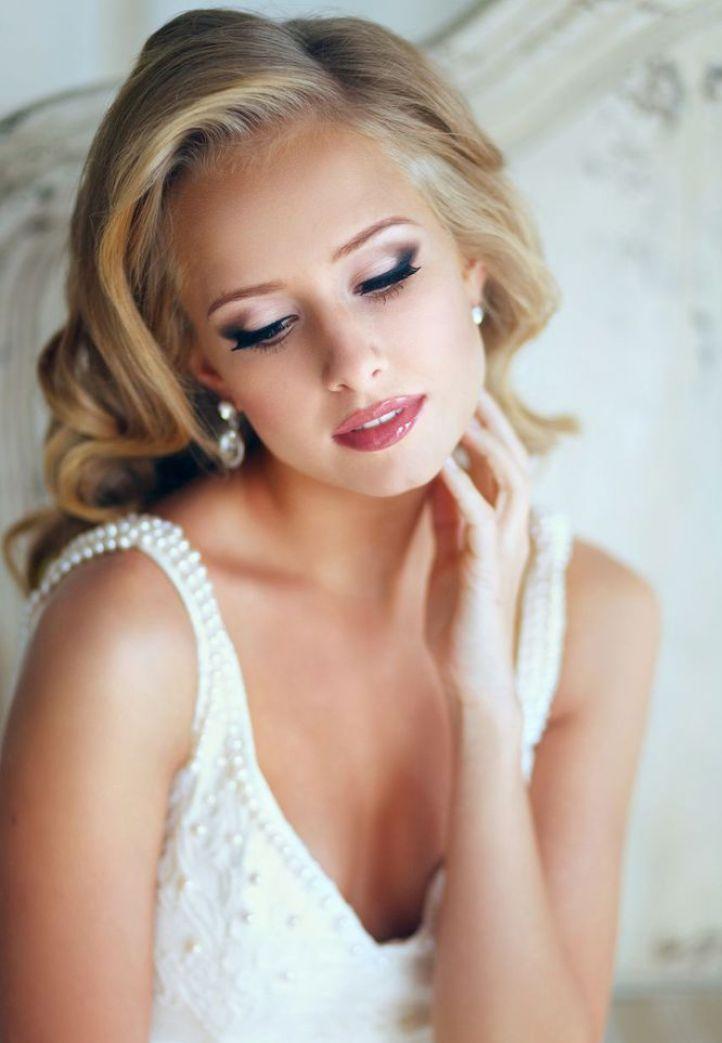 Свадебный макияж для блондинок с голубыми глазами - очаровательный свадебный макияж - стрелки