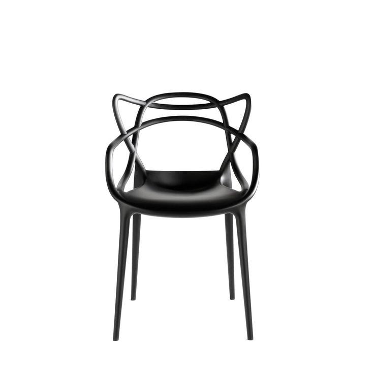 Stol Masters från Kartell som är formgiven av Philippe Starck och Eugeni Quitlletär en hyllning till tre välkända designikoner, Sjuan-stolen (Arne Jacobsen), The Tulip (Eero Saarinen) och The Eiffel Chair (Charles Eames).Stolen finns i tre färger, svart, vitt och rött.