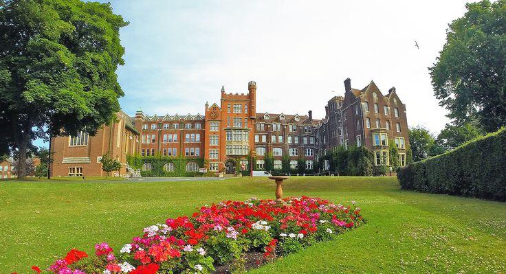 Año escolar en Inglaterra para niños para estudiar inglés y realizar cursos académicos en colegios públicos o internados privados con precios y opiniones