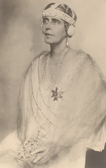 Queen Marie of Romania again in some sort of bandeau tiara with head straps and ear muffs...  What a waste of good diamonds