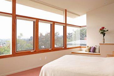 Przestrzeń w nowoczesnej sypialni zyskujemy dzięki dużemu metrażowi naszej sypialni lub dzięki dużym nieprzesłoniętym oknom otwartym na przestrzeń na zewnątrz.