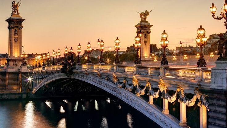 Paris Ville Lumière... Si le surnom de la capitale est bien connu, son origine l'est moins. (Paris Zig Zag, Jan 2017)