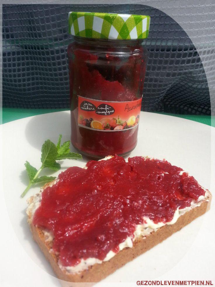 Recept voor aardbeien kersenjam zonder toegevoegde suikers en met Marmello als geleermiddel.  Zelf jam maken is eenvoudig en goedkoop! Probeer het ook!