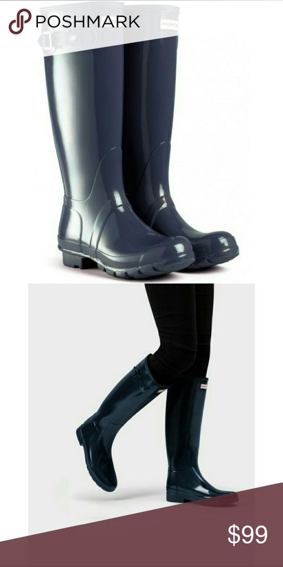 """Hunter Original Tall Gloss Rain Boots Wellies Sz 8 Hunter Women's Rain Boots Original Tall Gloss Navy Rubber Wellies Shoes Waterproof   Type: Boots Style: Rainboots / Wellies / Waterproof / Insulated Style Name: Original Gloss Tall Style Number: W23616 Brand: Hunter Measurements: Heel - 1"""" / Shaft - 16"""" / Calf Circumference - 15"""" Size: US Mens 7 / US Womens 8 / UK 6 / EU 39 Material: Rubber Upper / Nylon Lining / Rubber Sole  Color: Navy Blue Gloss Condition: Great, Preowned Condition…"""