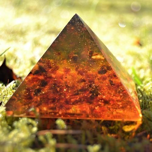 Pyramida jantar rekonstrukce 6,5 cm - eshop Bombastus