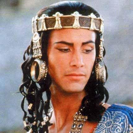 Keanu Reeves in Little Buddha...,my 2nd fav movie...I love how tan he looked..he carried that whole movie