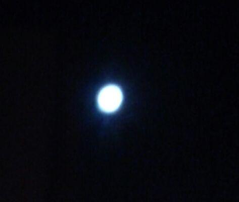 Amici…..ma com' è bella la luna questa notte !! Una forte luce nel buio , una speranza di felicità!! Io vi aspetto numerosi domani perché : vi svelero' finalmente la ormai famosa ricetta a base di...