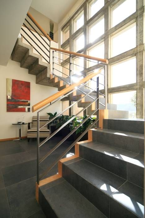 Casa Caritas No.58: Pasillo, hall y escaleras de estilo Moderno por Arq…