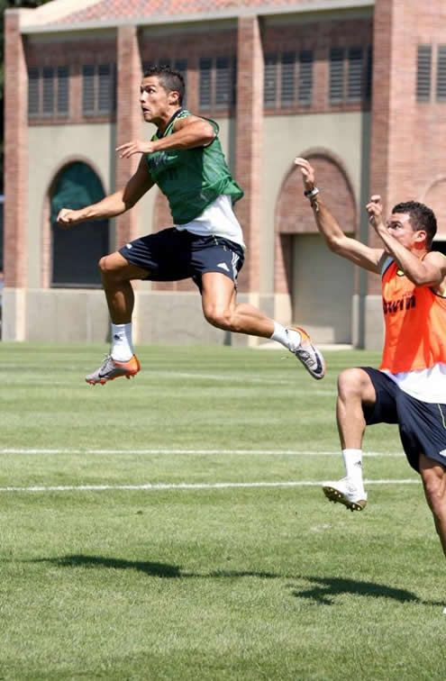 CR7 showing his impulsion power when jumping