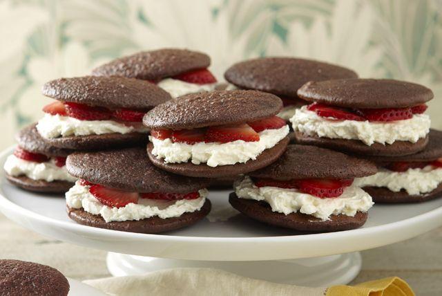 chocolate-strawberry-shortcake-whoopie-pies-132483 Image 1
