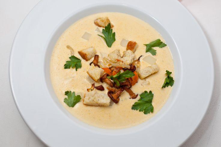 Сырный суп-крем: сливочный  суп с овощами (лук, морковь, картофель), куриным бульоном, мягким сыром и молоком, перебит в консистенцию крема. Подается с соте из лесных грибов и гренками   Наслаждайтесь блюдом со скидкой 15% в RestoBar Engineer (РестоБар Инженер), г. Киев http://restorania.com/company/restobar-engineer-restobar-inzhener-47484/ Лучшие #рестораны #Киева – #Restorania.com #киев #рестораныкиева #restorania #kyiv #044_22_333_22  #engineer #restobar