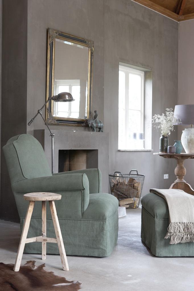 Mooie grijs groene bekleding op de stoel en hocker!