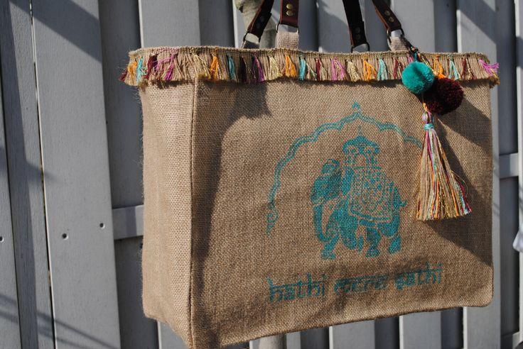 Strand tas Shopper turkooizen Indische olifant, India, Boheemse, Boho, Tote, met sleutelhanger, exotische, Jute weefsel, Turq/oranje/roze/goud kwasten door OnASummerday op Etsy https://www.etsy.com/nl/listing/384814768/strand-tas-shopper-turkooizen-indische