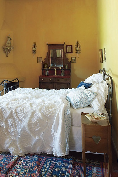 Bed Room : Dreams Bedrooms, Wall Colors, Yellow Wall, Bedspreads, Duvet Covers, Beds Spreads, White Beds, Beds Linens, Rugs