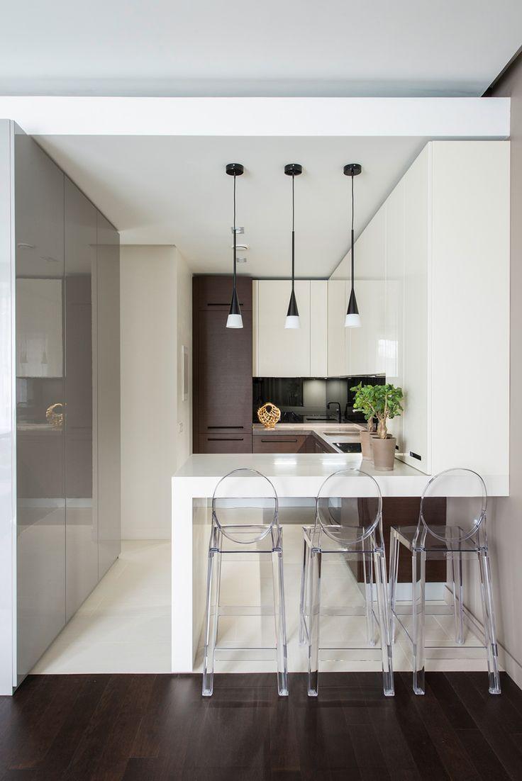 Decoração apartamento pequeno cozinha americana em laca e cadeira sofia