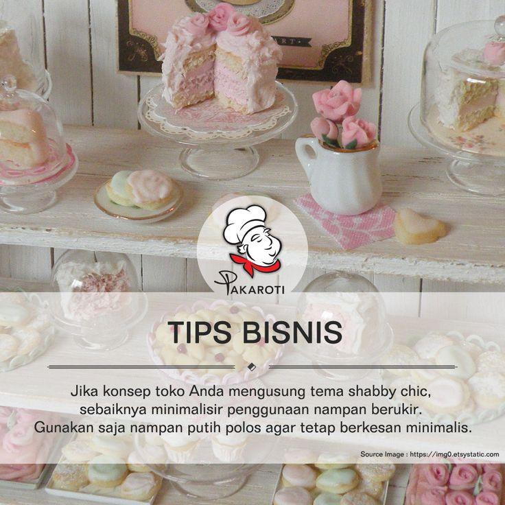 Sebaiknya dalam memajang produk bakery atau pastry, gunakanlah wadah minimalis, sehingga keindahan kue bisa terekspos maksimal. Jika konsep toko Anda mengusung tema shabby chic, baiknya kurangi penggunaan nampan berukir. Gunakan saja nampan putih polos. #TipsBisnis