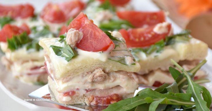 Torta di pancarre tonno e pomodori fredda ed ideale come antipasto delicato. Oggi vi propongo un'idea facile e veloce per un pranzo