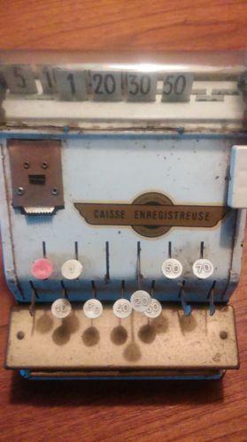 jouet-caisse-enregistreuse-ancienne-en-tole-loft-usine-poupee-vintage